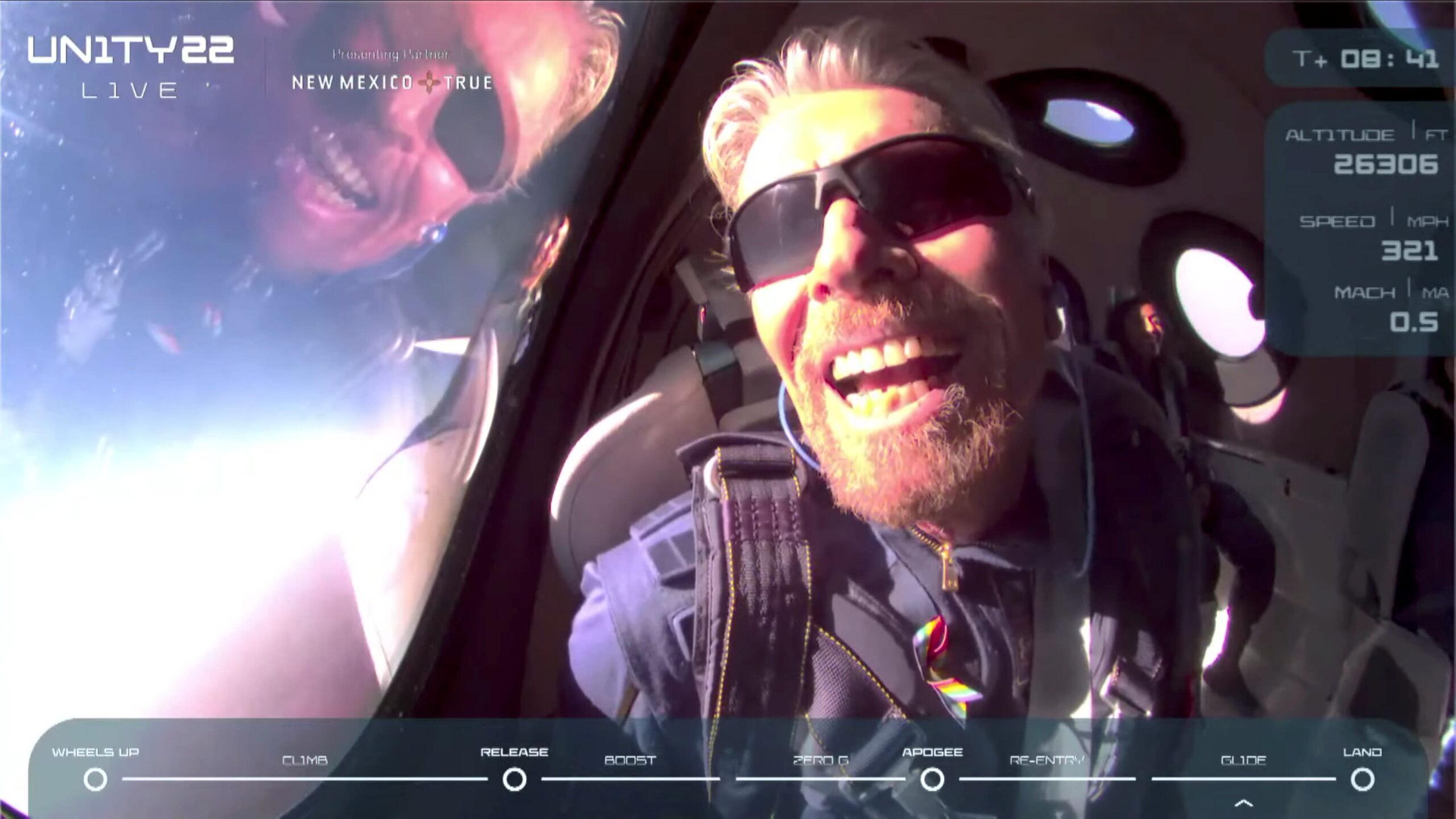 Richard Branson llega al espacio en el vuelo de Virgin Galactic